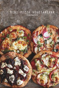 Playing with flavours - vegetarian mini pizza - Vegetarian Recipes Vegetarian Pizza, Healthy Pizza, Vegetarian Recipes, Cooking Recipes, Mets, Food For Thought, Food Inspiration, Love Food, Sushi