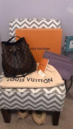 Louis Vuitton Monogram Canvas Artsy MM Bag Handbag Made in France – The Fashion Mart Louis Vuitton Neonoe, Louis Vuitton Handbags, Purses And Handbags, Louis Vuitton Monogram, Shoulder Purse, Large Tote, Authentic Louis Vuitton, Cross Body Handbags, Organizers