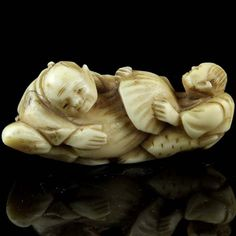 Antique Japanese Carved Ivory Netsuke.