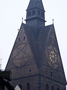 """The Marktkirche of St. Georg and St. Jakobus is the main Lutheran church in Hanover. It was built in the 14th century and, together with the nearby Old Town Hall, is considered the southernmost exemplar of the """"North German brick gothic"""" architectural style. The roof and the vaults of the naves were destroyed in an air raid in 1943 and rebuilt to the same plan in 1952."""
