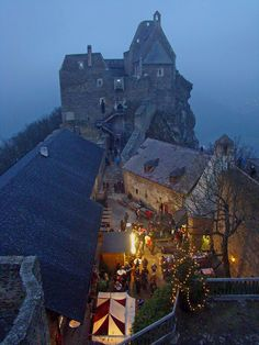 Christmas market at Aggstein Castle - Wachau valley, Austria German Christmas Traditions, German Christmas Decorations, German Christmas Markets, Christmas Lights, Places To Travel, Places To See, Wachau Valley, Reisen In Europa, Wanderlust