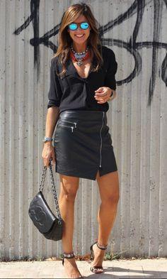 Look: All Black com Saia de Couro