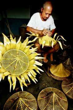 making bamboo hats #Taiwan