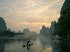 Guilin features the beauty of Karst Landscape. Cruise along the Li River from Guilin to Yangshuo, visitors step into a traditional Chinese painting - a roll of river, mountains, ethnic villages, bamboo groves, rice fields, raft fishing...