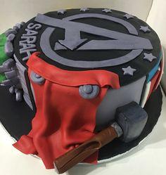 Avengers cake desserts 3 thor cake, avenger cake и superhero Avenger Cupcakes, Avenger Cake, Pastel Avengers, Thor Cake, Captain America Cake, Hulk Cakes, Bithday Cake, Avengers Birthday, Lego Cake