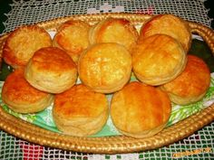 Bryndzovo škvarkové pagáčiky Hamburger, Nom Nom, Biscuits, Good Food, Bread, Apd, Crack Crackers, Cookies, Brot
