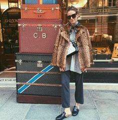 Fall winter inspo | Streetstyle| Leopard | Faux fur coat | Loafers | More on Fashionchick