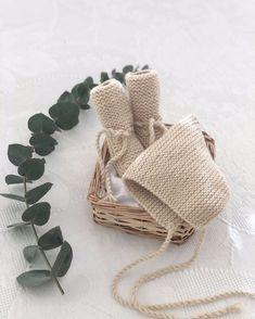 7 v Tejer 2 puntos del derecho, Aumento, 20 puntos del derecho Knitting For Kids, Baby Knitting, Knitting Ideas, Crochet Baby Hats, Knit Crochet, Baby Shoes Pattern, How To Purl Knit, Baby Born, Waldorf Dolls