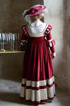 "Tailor's - Catany, Saxon ""Cranach"" gown, part 3"