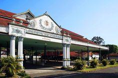 """Pagelaran"", the front hall of Kraton of Yogyakarta, Indonesia Kuala Lumpur, Sultan Palace, Bali, Vacation Places, Semarang, Ubud, Places Around The World, Surabaya, Hotels And Resorts"