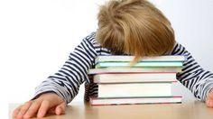Ketika pelajaran telah diakhiri dan guru mengumumkan persyaratan pekerjaan rumah, mereka mungkin berpikir bahwa sesi tiga atau empat dengan lebih banyak buku dan menulis setelah sekolah selesai akan lebih lanjut membuat pendidikan mereka semakin baik, tapi menumpuk pekerjaan rumah tidak akan membantu anak-anak memajukan sekolah, bahkan itu bisa juga memiliki efek sebaliknya. Tahukah bahwa pekerjaan rumah dapat menurunkan kinerja otak? Yuk kita simak
