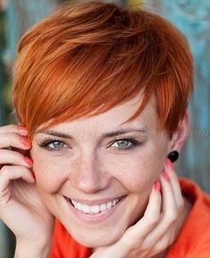 The Best Hairstyles: Red Pixie Hairstyles - Best New Hair Styles Short Haircuts With Bangs, Round Face Haircuts, Hairstyles For Round Faces, Short Hairstyles For Women, Hairstyles Haircuts, Cool Hairstyles, Red Pixie Haircut, Haircut Short, Long Bangs