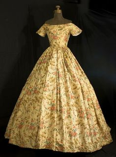 Chiné silk ballgown, circa 1850, this is quite plain, I suspect it may be a summer day dress, from the Vintage Textile archives.