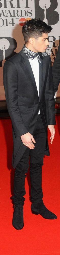 How stylish! Zayn Malik even wears a bandanna on the red carpet.