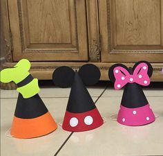 Gorros fiesta Mickey Mouse Clubhouse 12 Sombreros de Mickey Mouse Crafts, Fiesta Mickey Mouse, Minnie Mouse Birthday Decorations, Mickey Mouse Clubhouse Birthday, Mickey Mouse Parties, Mickey Mouse Birthday, Mickey Party, Pirate Party, Mickey Mouse Photo Booth