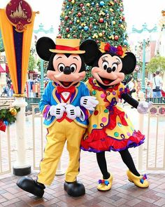 Mickey and Minnie looking very cute in their new outfits! :)