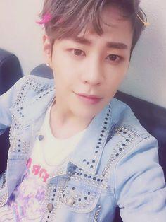 Kim Tae Ho 김태호    Imfact    1993    172cm    Main Dancer    Lead Vocal
