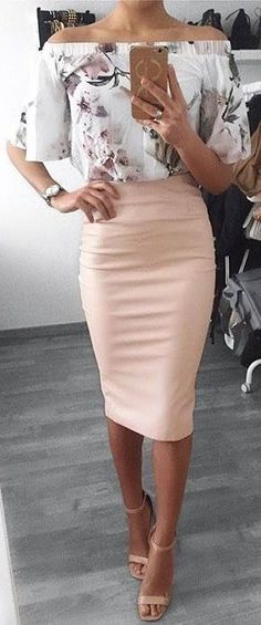 Pencil Skirt Outfits // Casual Skirt Outfits // How to wear skirt outfits // Fashion casual outfits // Trending women's Clothes // Office outfits ideas Cute Summer Outfits, Classy Outfits, Spring Outfits, Casual Outfits, Winter Outfits, Floral Outfits, Casual Attire, Summer Church Outfits, Cute Church Outfits