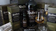 Whisky ARDBEG Ten 46°... 1 Nez - Phénolique, tourbé, fumé, agrumes, iodé, notes camphrées, algue, poisson fumé... 2 Bouche - Poivré, cendres chaudes, fumé de cheminée, pointe de réglisse, terreux, minéral, sec, salin, agrumes... 3 Finale - Interminable finale, persistance de la cendre, herbe fraiche, gingembre, tourbe grasse, écran de fumée, bitume...