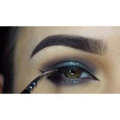 Video: Gorgeous  @miaumauve @shophudabeauty lashes in Samantha