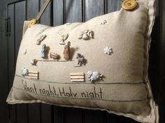 Silent Night, Holy Night- (Cottage Style) Diy Christmas Tree, Christmas Ideas, Silent Night Holy Night, Christmas Cushions, Sewing Projects, Felt Projects, Button Crafts, Patches, Hobbies And Crafts