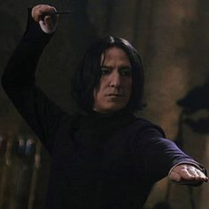 """2002 - Alan Rickman as Professor Severus Snape - This shot is from """"Harry Potter and the Chamber of Secrets. Anel Harry Potter, Mundo Harry Potter, Harry Potter Icons, Harry Potter Cast, Harry Potter Universal, Harry Potter Characters, Harry Potter World, Professor Severus Snape, Snape Harry"""