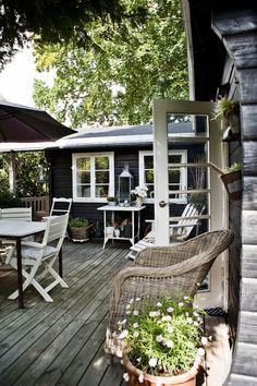 Bamsehytten i Rørvig   Outdoor Rooms, Outdoor Gardens, Outdoor Living, Outdoor Decor, Outdoor Furniture, Outside Living, My Dream Home, Black House, House Colors