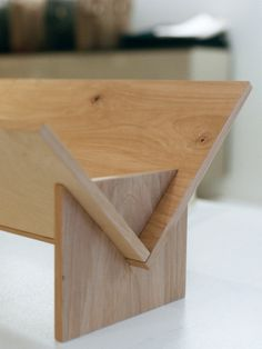 Detail of Book/Shop tabletop bookshelf Tabletop Bookshelf, Wood Furniture, Furniture Design, Furniture Plans, Bookshelves, Bookcase, Book Racks, Wood Joints, Wood Design
