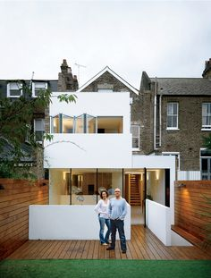 this couple in London craved order, light, and space but were prepared to settle for a washing machine. In came architect William Tozer with a plan that inserted clean white planes into the envelope of their Victorian terrace house in London. Architecture Design, Architecture Renovation, Fashion Architecture, Residential Architecture, Victorian Terrace House, London House, London Townhouse, London Apartment, House Extensions