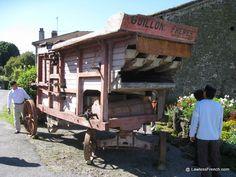 Montrol-Sénard (Haute-Vienne) est un petit village qui a été transformé en un genre de musée qui évoque la vie rurale du début du XXe siècle.