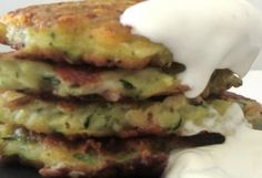 Tortitas de calabacín con salsa de yogurt de Coladilla: bocaditos de la huerta | El Palillo Leonés. Las tapas de León... a debate