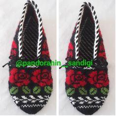 patik Diy And Crafts, Crochet Hats, Christmas Ornaments, Knitting, Model, Rage, Amigurumi, Tricot, Knitting Hats