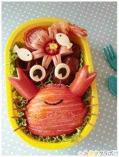 This is a really adorable and easy crab rice ball you can make for your kids bento. He's a riceball covered in crab stick skins. Kawaii Bento, Cute Bento, Bento Recipes, Bento Ideas, Food Ideas, Cute Food, Good Food, Bento Box Lunch, Bento Food