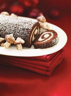 Ricardo recipe: Chocolate and mascarpone log. Cake and topping ingredients: chocolate, mascarpone cheese, eggs, cocoa … Christmas Desserts Easy, Great Desserts, Köstliche Desserts, Delicious Desserts, Dessert Recipes, Christmas Cookies, Quick Dessert, Cake Recipes, Yule Log Cake