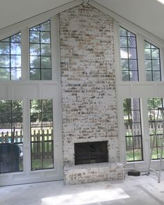 Excellent Cost-Free german smear Brick Fireplace Suggestions Sometimes it compensates to bypass the actual upgrade! Instead of removing a good obsolete brick fireplace , save money White Wash Brick Exterior, White Wash Brick Fireplace, Farmhouse Fireplace, Home Fireplace, Fireplace Remodel, Reface Fireplace, Fireplace Ideas, Fireplace Update, Brick Fireplace Makeover