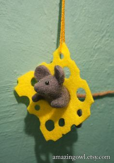 Items similar to Original Ornament - Sweet Felted Mouse and Cheese on Etsy Mouse Crafts, Felt Crafts, Diy Crafts, Needle Felted Animals, Felt Animals, Wet Felting, Needle Felting, Felt Christmas Ornaments, Christmas Crafts