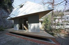 compact-diamond-shaped-house-plan-yuji-tanabe-6-stairway-side.jpg