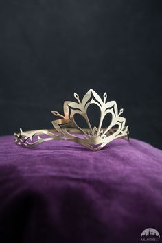 Crown for Ayao when she becomes a queen. Add light veil (not covering face).