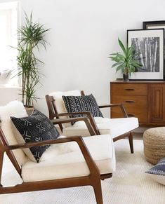 Danish interior - Have you ever purchased an item that you thought would be perfect in your home These two beautiful danish chairs are my latest find and… New Living Room, Living Room Chairs, Home And Living, Living Room Furniture, Living Room Decor, Living Spaces, Danish Living Room, Modern Living, Design Furniture