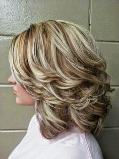 To get this hairstyle, caramel, chestnut and brown highlights have been used in an interesting way on the natural blonde hairs. This highlighting and low lighting technique can add a total new definition to your hairs as well as to your overall looks. This hair highlighting and lowlighting idea can be just perfect for any occasions and also for usual days.