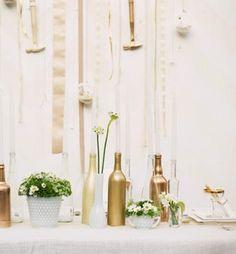 bottles, glamorous , gold, sparkly, vases, shabby chic, decor, decoracion, details, reception, glittering, wedding