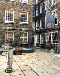 London has some amazing secret courtyards, including this one with exposed brick in St James's. #london #courtyard #stjames #england