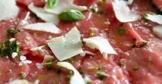 carpaccio,boeuf,hors d'oeuvre,cuisine italienne,parmesan,citron,huile d'olive,ciboulette,basilic,