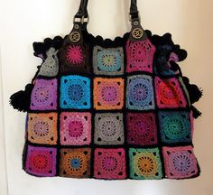 This is such a neat little #crocheted bag. Using multiple colors really makes it pop.