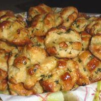 Medvehagymás sörkorcsolya Cauliflower, Shrimp, Muffin, Cookies, Meat, Chicken, Vegetables, Food, Crack Crackers