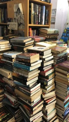 Stack Of Books, I Love Books, Books To Read, Autumn Aesthetic, Book Aesthetic, School Motivation, Coffee And Books, New Wall, Pretty Pictures