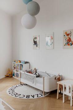 Wohntraum im Servitenviertel - Wiener Wohnsinnige Homestory House Tours, Kids Room, Toddler Bed, Furniture, Home Decor, Love Seat, Homes, Nice Asses, Child Bed
