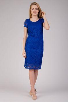 Koronkowa sukienka w chabrowym kolorze Quiosque