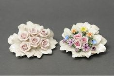 Refined Nuptial Favor in Capodimonte porcelain finely decorated with base made of very thin petals and central bunch of shiny roses entirely created by hand by the artist. When purchasing, please indicate in the text field located at the bottom of the order page, which products you are interested in (right or left). Dimensions cm. 11x4