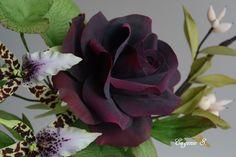 BEAUTIFUL FLOWERS! MADE OF SUGAR! Rose Gumpaste, fondant. Flores de pasta de goma, azúcar. Rosa color vino. Wine color.